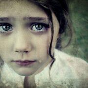Відпочивала у родичів: 8-річну дівчинку зґвалтував та побив неповнолітній брат