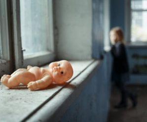 Хотіли відібрати: п'яна горе-мати жорстоко познущалася з немовляти