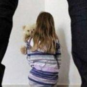 Дівчинка народила від діда, який ґвалтував її, поки мати була на заробітках у Польщі
