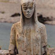 Статуя посеред річки Лімниця – Берегиня