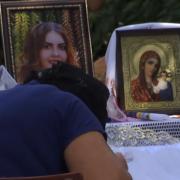 Красуню Діану Хріненко ховають у відкритій труні, ридає вся Україна: «Всі чекали, що вона повернеться»