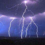 На Прикарпатті блискавка вдарила в міст: бетонна конструкція вбила чоловіка