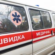 Через неуважність молодої водійки 51-річний мотоцикліст з Надвірної опинився у лікарні зі зламаною ногою