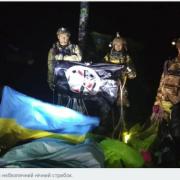Атовці стрибнули вночі з парашутом на Говерлу. ВІДЕО