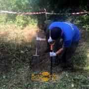 На Прикарпатті розкопали рештки двох дітей та жінки (відео)