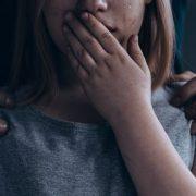"""""""Так роблять у всіх сім'ях"""": Чоловік 9 років розбещував свою дочку і знімав це на відео"""
