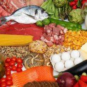 9 лайфхаків із їжею, які зекономлять ваші гроші