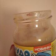 Мешканка Коломиї придбала в супермаркеті дитяче харчування з хробаком (фото+відео)