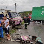 Автобус з Прикарпаття потрапив у жахливу ДТП на Тернопільщині: є постраждалі