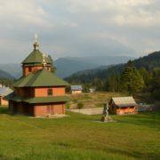На Прикарпатті від удару блискавки горів монастир у горах