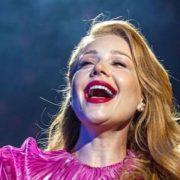 """Ледь не """"вистрибнули"""": Тіна Кароль показала груди під час концерту (фото, відео)"""