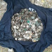 Під час ремонту двору монастиря у Збаражі знайшли скарб