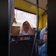 У франківській маршрутці спіймали на крадіжці дівчину, яку вже затримували за такі злочини (ВІДЕО)