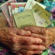 Зеленський полегшить життя українкам: вихід на пенсію на п'ять років раніше. Документ вже в Раді!