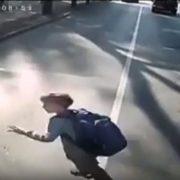 У Франківську комунальний автобус потрапив у ДТП через дитину: є потерпілі (відео)