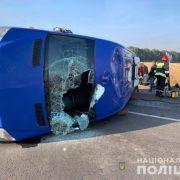 Люди у автобусі кричали: фура розчавила маршрутку, є загиблий, багато поранених (фото)