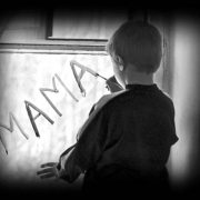 Вдочерили дівчинку-інваліда, навмисне зістарили її і кинули: іноземці жорстоко знущалися над дитиною з України