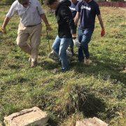 З фундаменту в Рогатині викопали фрагменти єврейських надгробків. ФОТО