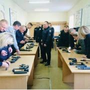 Прикарпатських поліцейських озброїли новими пістолетами-кулеметами