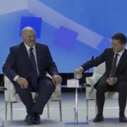"""""""А ви не соромтеся!"""": Зеленський змусив Лукашенка реготати на форумі в Житомирі (відео)"""