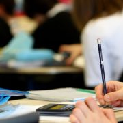 """Математика в Instagram: калуська вчителька за домашні завдання ставить """"лайки"""" або """"дизлайки"""" (ВІДЕО)"""