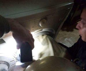 Дитина застрягла в пральній машині: Спочатку рятувальники заспокоїли наляканого хлопчика та його маму