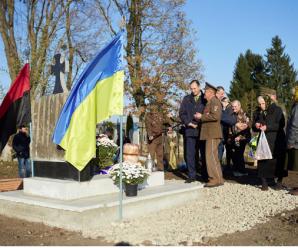 У Підлужжі відкрили пам'ятник розстріляним героям