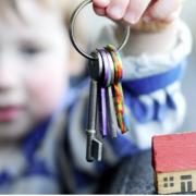 У Бурштині рятувальники визволяли з квартирного полону дворічну дитину