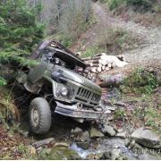 На Косівщині перекинувся ЗІЛ з деревиною: водій загинув (ФОТО)