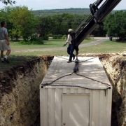 Всі думали, що він копає яму під басейн. Сусіди втратили дар мови!