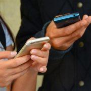 Паперовій бюрократії кінець: прописка, права, свідоцтва та інші документи перенесуть у смартфон