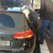 Силою заштовхали в машину й травмували ногу: у Франківську військкомат спіймав хлопця просто на вулиці (ВІДЕО)