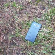Знайшов на вулиці телефон. Хотів повернути його власнику, але коли прочитав повідомлення, то викинув його назад