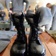 Полювання на призовників: у Франківську на вокзалі працівники воєнкомату намагалися силою затримати калушанина (відео)