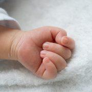Захлинувся у фекаліях: Жінка народила немовля над отвором вигрібної ями туалету