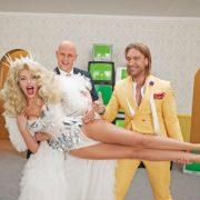 """""""Свят! Свят! Свят!"""": Полякова, Потап та Винник відірвалися у запальному кліпі для фільму """"Скажене весілля 2"""""""