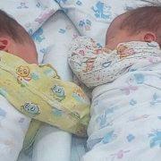 Біологічні батьки відмовились забирати двійню у сурогатної мами. Подальша доля малюків приголомшила всіх