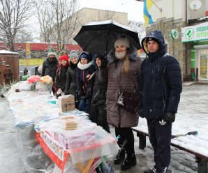 Калушани на ярмарку зібрали гроші для важкохворого Сергія Товта. ФОТОРЕПОРТАЖ