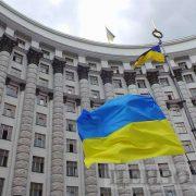 Українцям суттєво урізали виплати: стало відомо, кому не пощастить