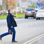 Пішоходів змусять оплачувати ремонт авто, яке їх збило: деталі скандального закону