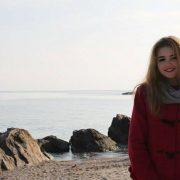 """""""Сьогодні вночі моє Янголятко покинуло нас"""": Померла 19-річна Настя, яка випала з вікна багатоповерхівки. Батьки вбиті горем"""