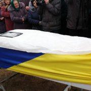 В могилу дівчині поклали весільне плаття. В Старих Кривотулах поховали Марію Микитюк (ФОТО)