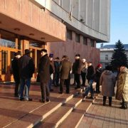 Жителі Тисменичан під ОДА вимагають приєднання до Івано-Франківської ОТГ