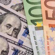 """Крах всього бюджету: долар завдасть """"вбивчий удар"""" по гривні. Експерти приголомшили прогнозами"""