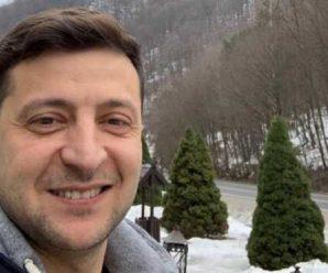 """Без охорони і """"Мальдів"""": Українці в Мережі діляться фото з новорічного відпочинку Зеленського. З народом!"""