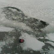 """""""Відчайдушно намагались вибратись."""" Четверо рибалок провалились під лід. Не врятували"""