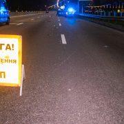 На Франківщині під колеса автомобіля потрапило двоє людей, потерпілі – у лікарні