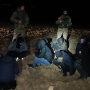 Біля кордону на Закарпатті затримали десятьох нелегалів