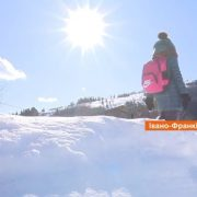 10 кілометрів через гори, ліс і сніг. Як ходять до школи учні на Верховинщині? ВІДЕО