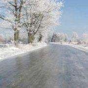 Дорога, як скло: на Прикарпатті через погодні умови різко погіршився стан доріг